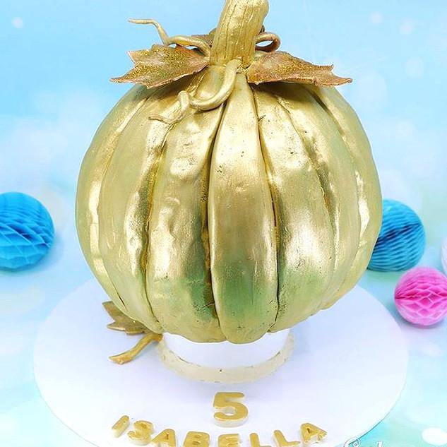 A golden Pumpkin ready for a magical Cin
