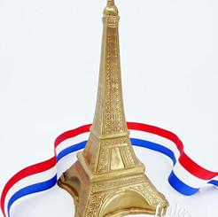 Eiffel Tower Pinata Smash cake