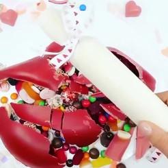 Red Lips Pinata Smash Cake