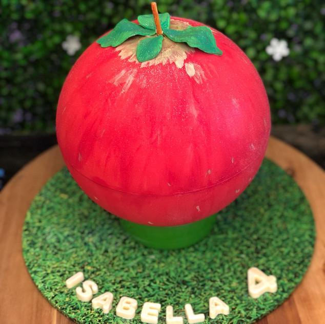 Snow White Chocolate Piñata Smash Cake