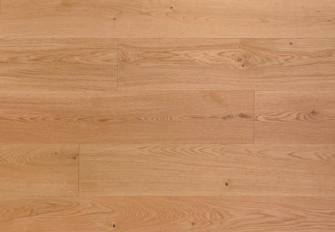 Choix Original : Monolame, bois de fil et dosse, structure hétérogène présentant quelques nuances naturelles. Noeuds sains et mastiqués jusqu'à 25/30 mm parfois légèrement ouverts. Petites fentes en bout acceptées. Absence d'aubier.