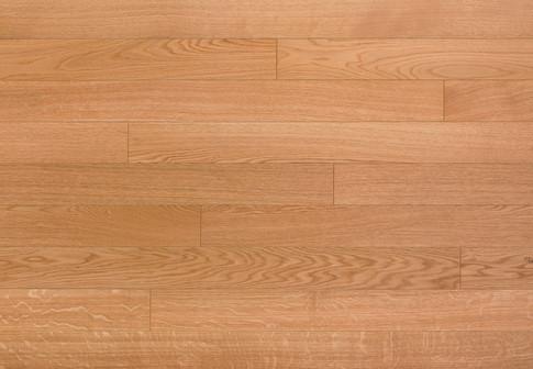 Choix Selection : Monolame, bois de fil et dosse, structure homogène et présentant de faibles nuances naturelles. Noeuds et picots jusqu'à 10 mm. Petites fentes en bout acceptées. Absence d'aubier.