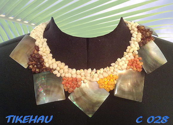"""TIKEHAU"" Collier de Coquillages et Nacres"