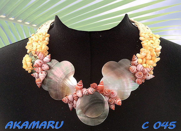 """AKAMARU"" Collier de Coquillages et Nacres"