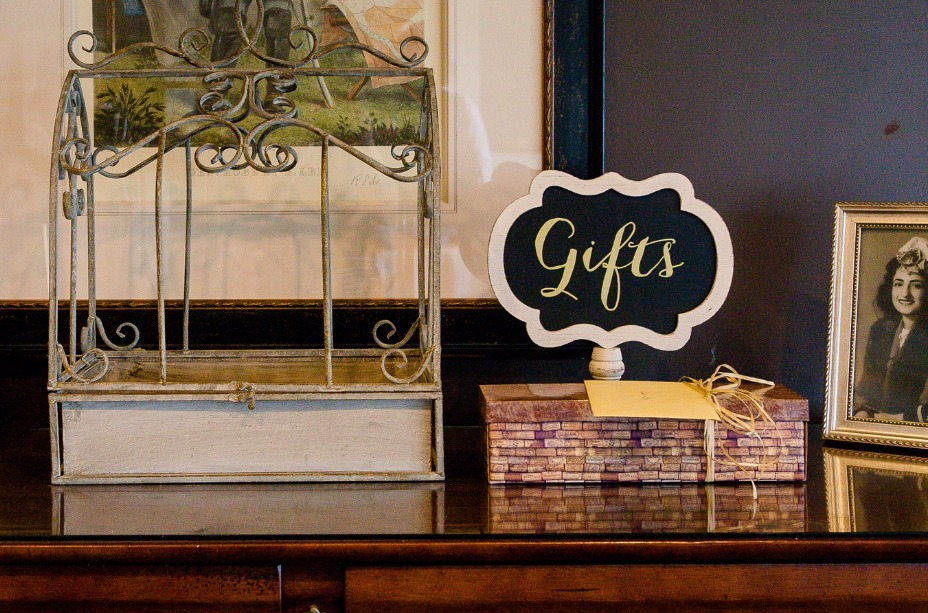 wedding gifts sign