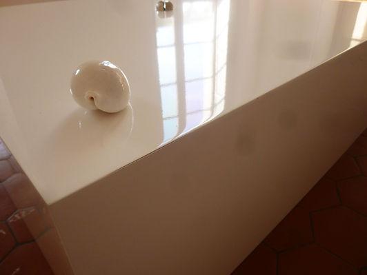 détail_carré_email_blanc_porcelaine_.J