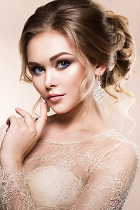 beautiful-bride-with-fashion-wedding-hai
