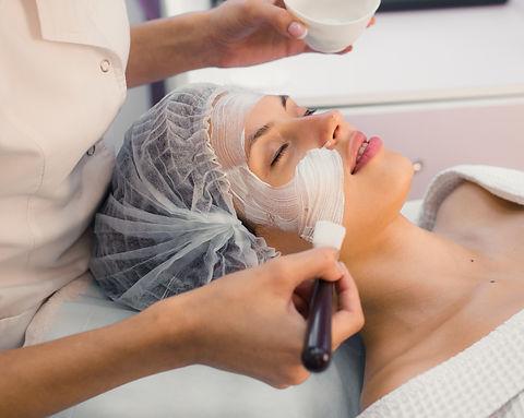 young-beautiful-woman-having-spa-procedure-on-her-P5MDN85_edited.jpg