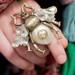 Gucci_Bee_Ring_close-up_large