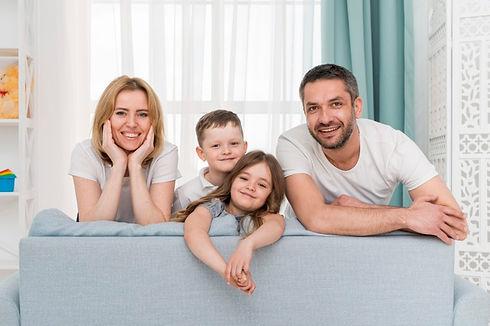 familia-casa_23-2148166822.jpg