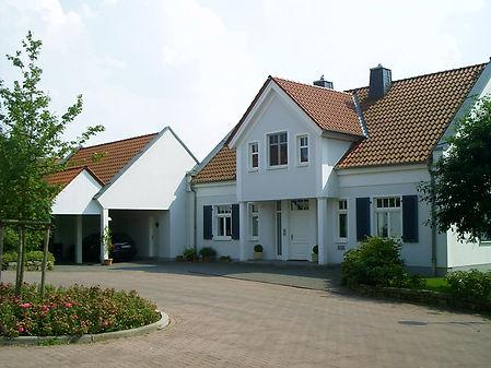 Neubau einer Villa mit Garagentrakt