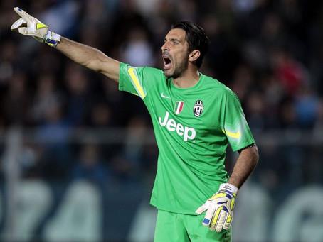 Buffon (43 ans) dans la cage de la Juve pour le 100e but de CR7 dans le Calcio