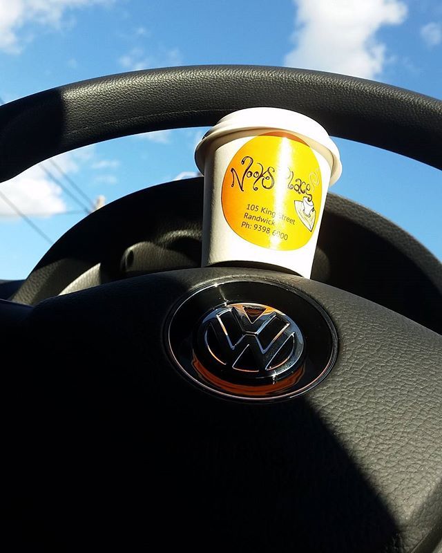Nooks on-the-go ☕🚗🚦__coffee_sydney _vwaustralia #vwlove #vwsydneycity #sydneytraffic #cafelife #co