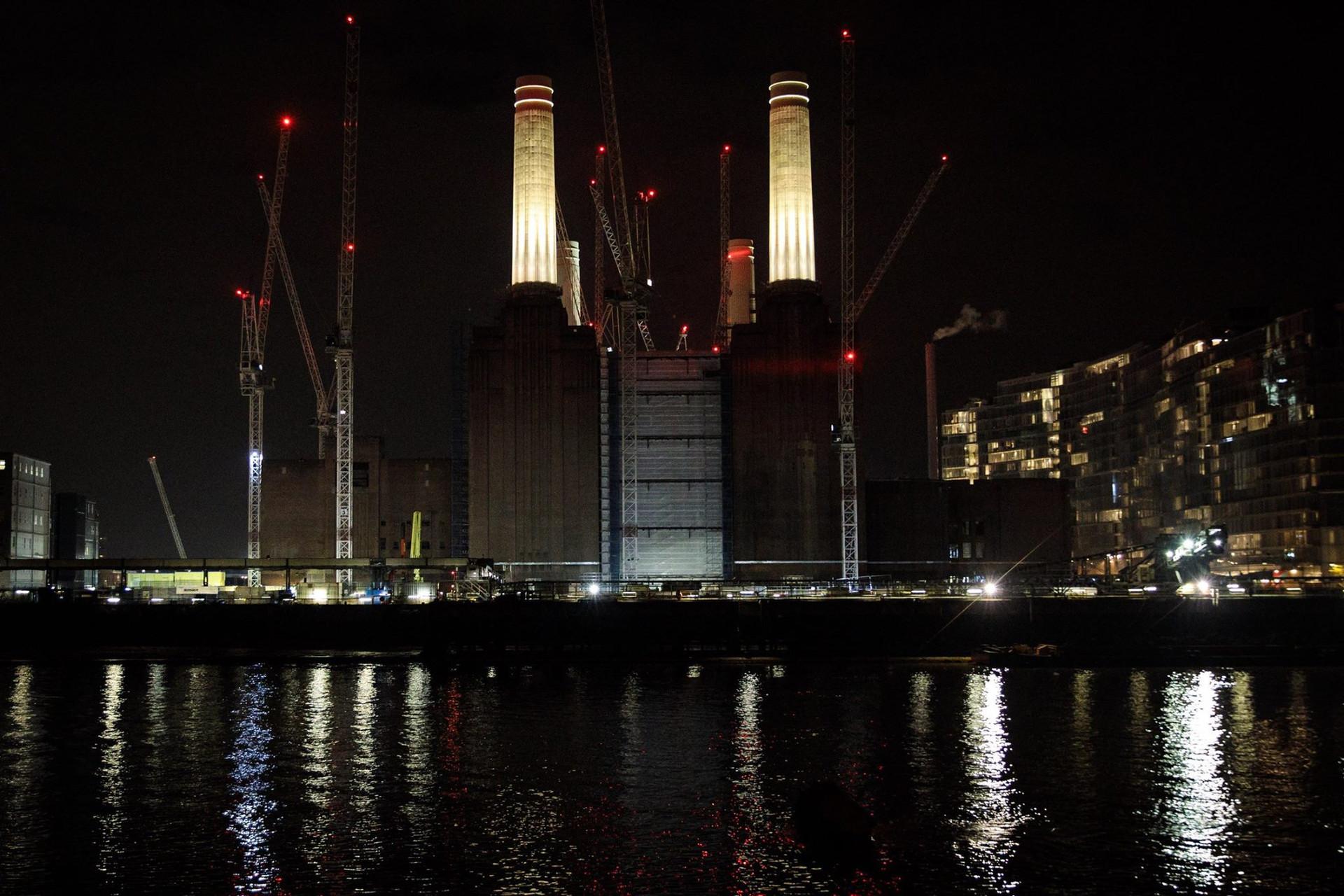 BATTERSEA CHIMNEYS - LONDON