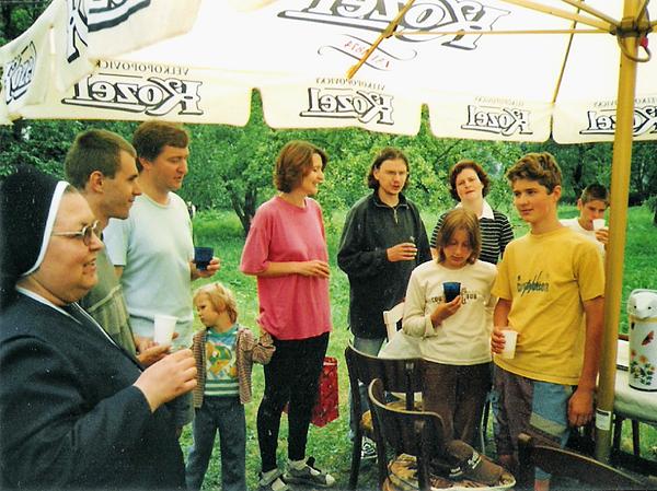 Obdobie po sviatku Veľkej noci sa postupom času stalo pravidelnou ročnou príležitosťou pre spoločenstvo farnosti pri gréckokatolíckej katedrále v Košiciach na stretnutie v mlyne, ktorý poskytol dostatok vhodného priestoru i času na upevnenie dobrých medziľudských i náboženských vzťahov... Na fotografii je stretnutie v roku 2004.