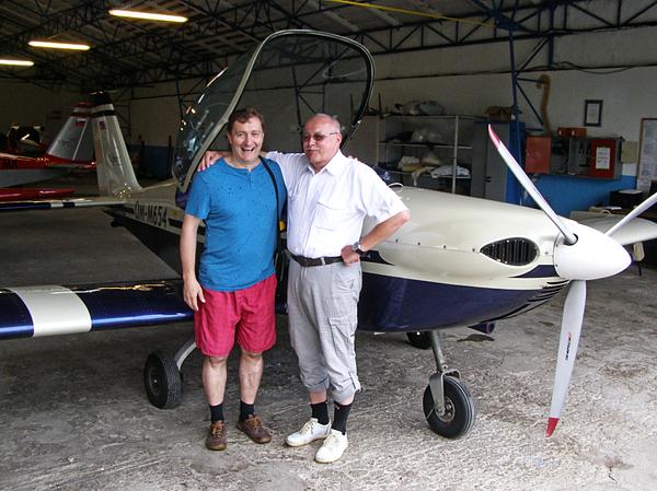 Firma Tomark - Aero disponuje vynikajúcim lietadlom Viper SD4, ktorý pilotuje Ing. A. M. Každý prelet tohto stroja nad našim mlynom dvíha naše hlavy k oblakom, aby sme videli telecký pozdrav nášho dobrého priateľa - pilota...