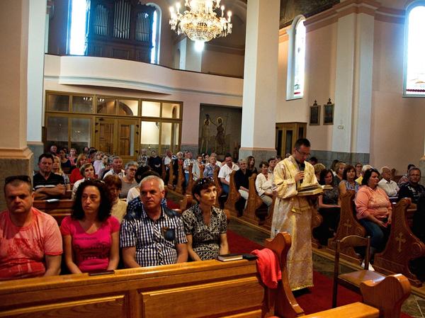 Na slávnostnej bohoslužbe sa v laviciach vedľa seba sedeli slovenskí, poľskí i chorvátski katolíci...