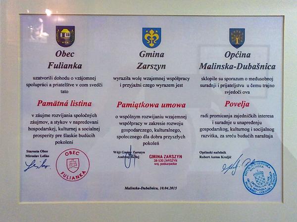 V apríli 2015 došlo k podpisu medzinárodnej pamätnej zmluvy medzi obcou Fulianka, chorvátskou opčinou Malinska-Dubašnica a poľskou gminou Zarzyn. V nadväznosti na túto zmluvu sme aj my najprv ako neformálne združenie a neskôr ako o. z. Dubravka-Mlyn pomohli obci Fulianka pri organizovaní aktivít, naplňujúcich obsah tejto zmluvy...