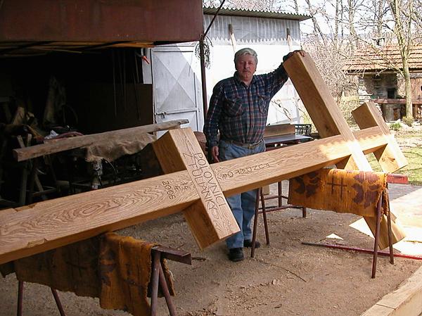 Drevený kríž - symbol každej Golgoty, i tej fulianskej, pochádza z dielne miestneho šikovného stolára F. K., ktorý ho vyrobil podľa vzoru byzantskej katolíckej ikonografie...