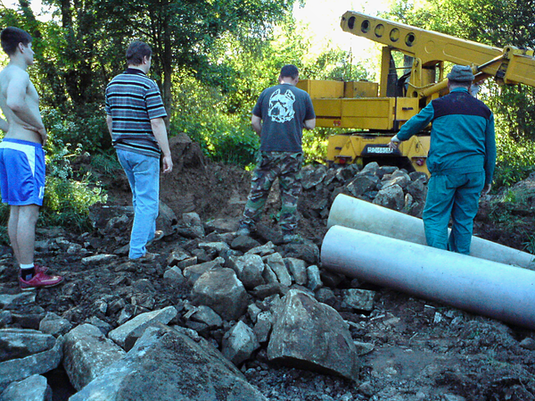 Obec Fulianka zastúpená starostom sa v roku 2010 spojila s nami - obyvateľmi časti obce s názvom  Dubravka pri konkrétnej práci na sanácii cesty po jej zosunutí po prívalovom daždi v júni roku 2010...