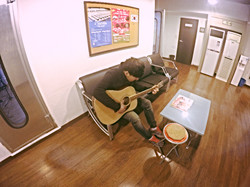 기타 연습하는 재이 .