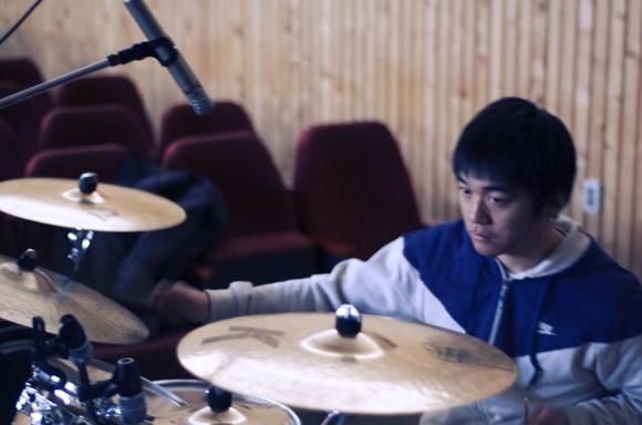 유 홍 Drum