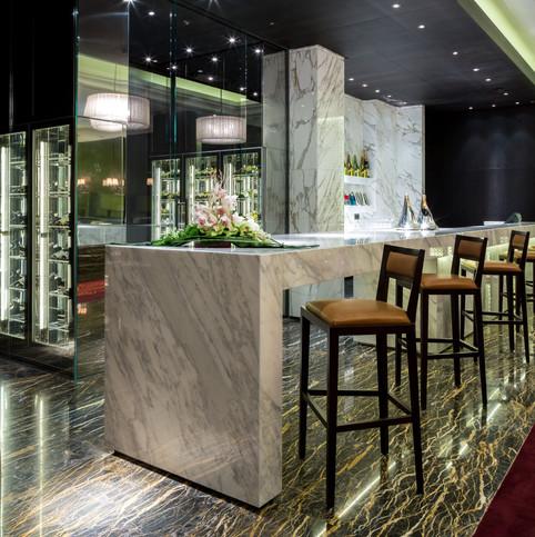Hilton Kiev - H Bar and Park Kitchen