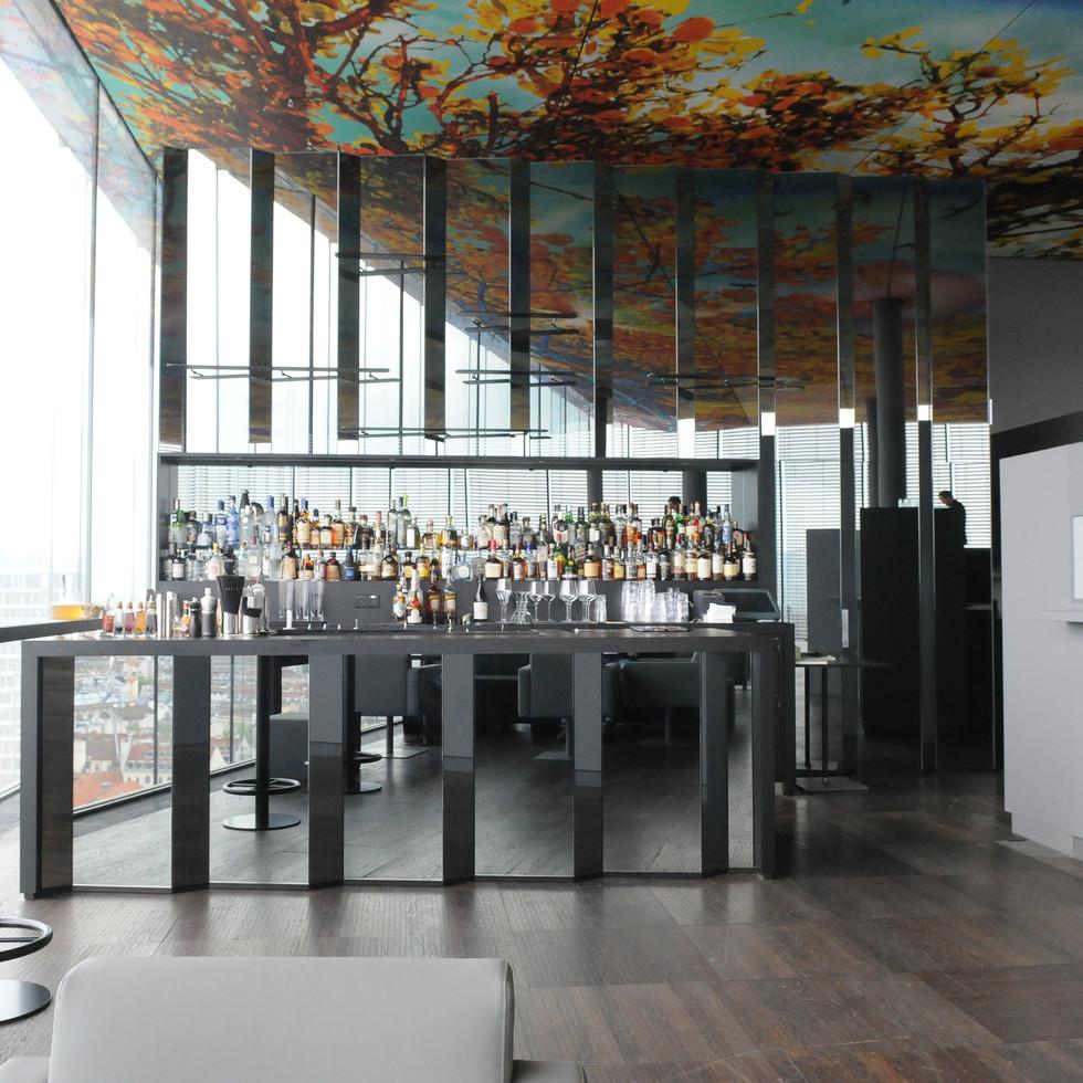 Das Loft - Cosmopolitan upscale restaurant ad bar