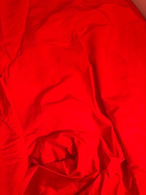 kiiltävä punainen lycra