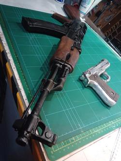 ak moulage et pistolet
