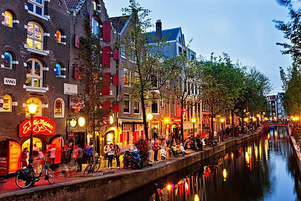 canal-amsterdam-the-netherlands.ngsversi