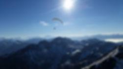 Vol biplace en parapente en Gruyère charmey moléson en hiver a ski