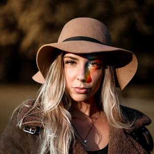 femme chapeau portrait