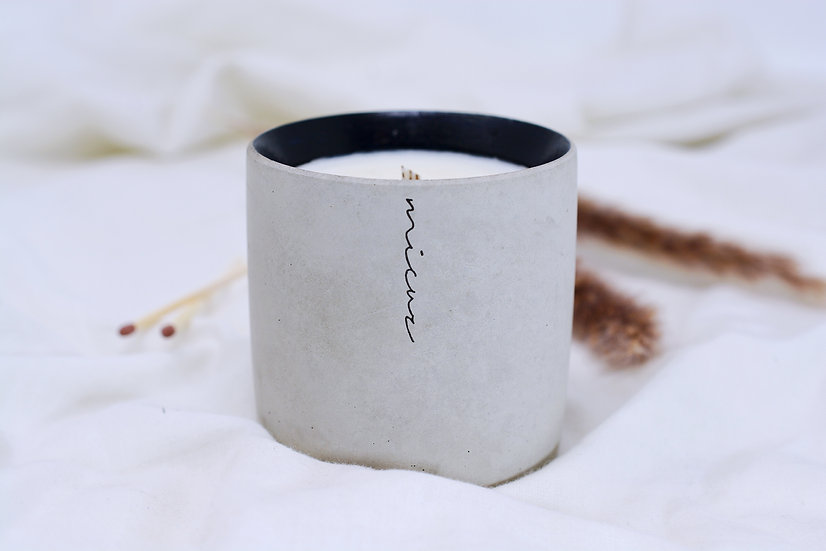 Black Iris & Cedar Musk Candle