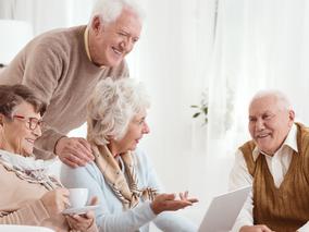 L'élargissement de la possibilité de recevoir à titre gratuit pour l'individu protégeant une personn