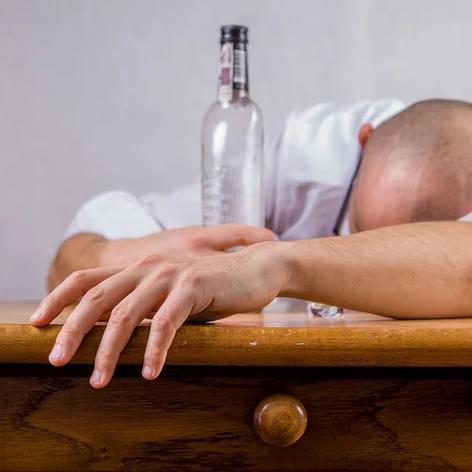 alcohol-428392_960_720.webp
