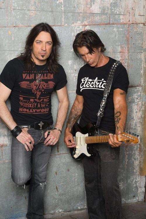 Michael Sweet (left) and George Lynch (right)