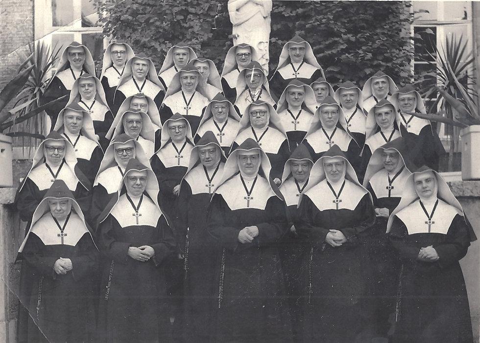 Filles de la croix.jpg