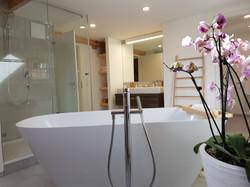 Bath tub 2nd floor
