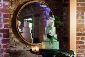 tropical wedding cake for a green wedding