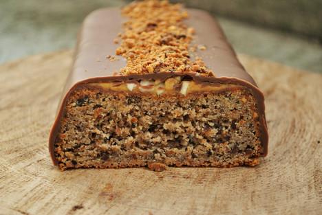 CAKE CACAHUÈTES GRILLÉES, CARAMEL & CHOCOLAT *