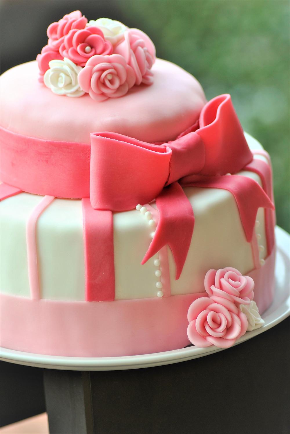Gâteau Pâte à sucre princesse rose cerise miel