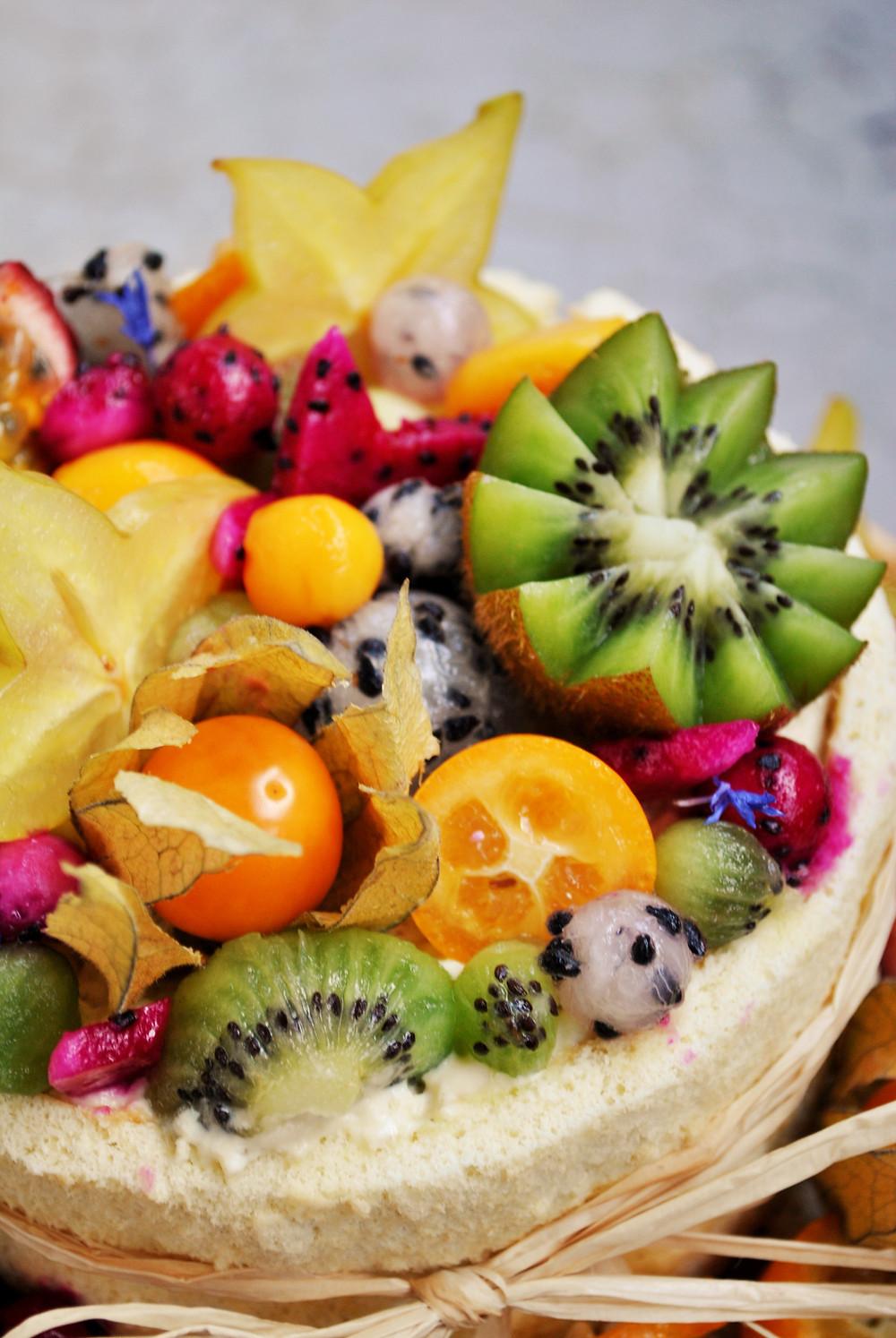 Gâteau à étage fruits exotique et vanille