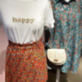 T-shirt blanc avec une broderie dorée HAPPY
