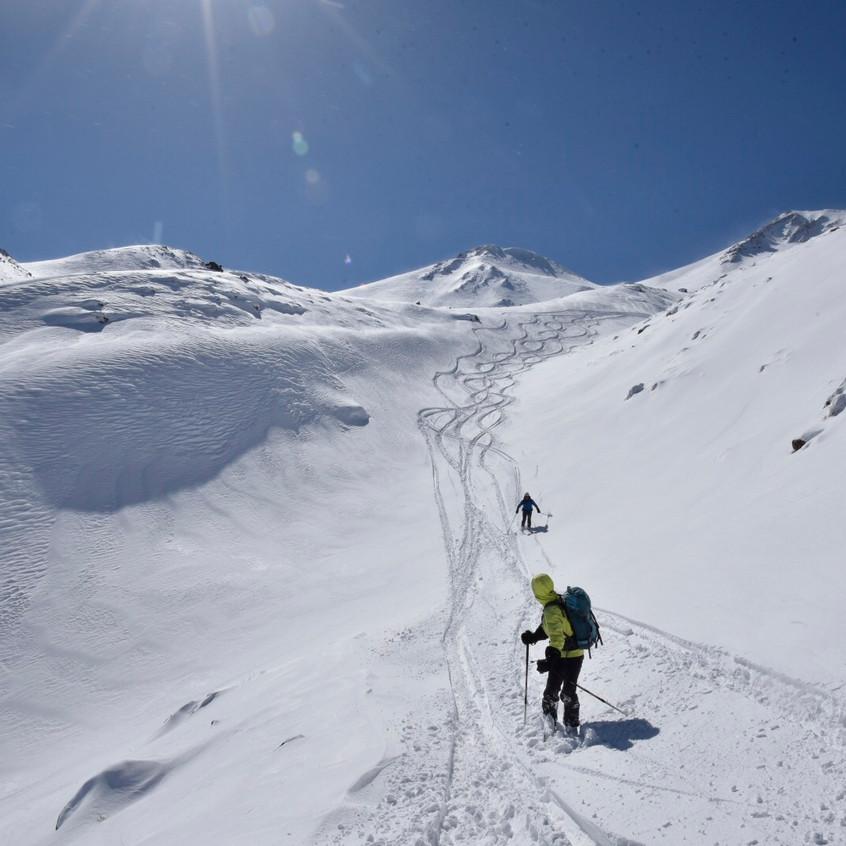 (Trop de) neige fraîche au Mt Hasan