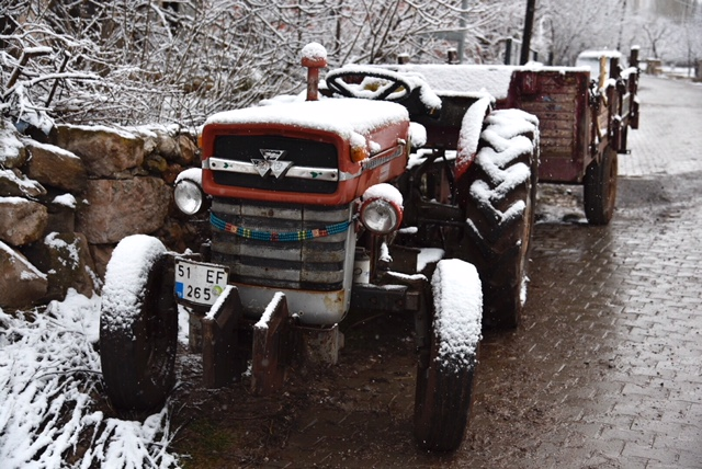 Tracteur au village