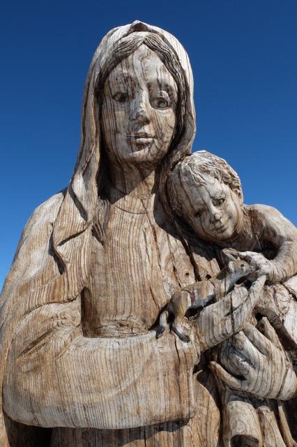 La vierge en bois du sommet