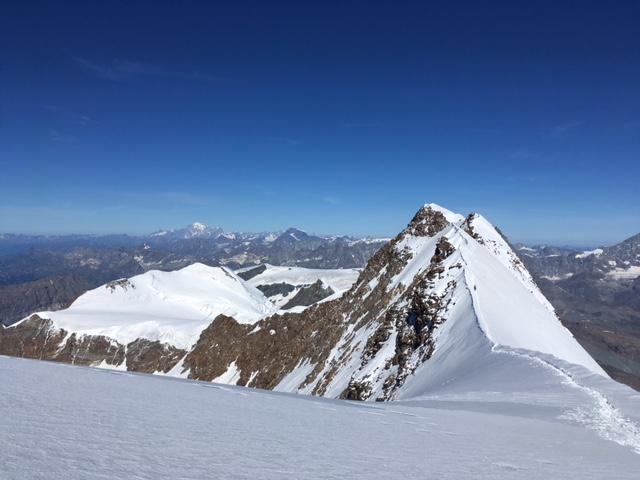 La traversée vers le sommet ouest