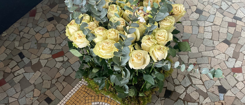 Fagot de roses et branchages