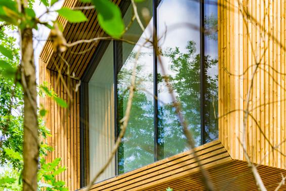 La villa des dunes à Biscarosse, détail du pignon de verre